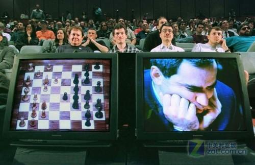 """1996年,世界国际象棋冠军加里·卡斯帕罗夫与名为""""深蓝""""的ibm超级电脑"""