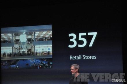 "Tim Cook:""我们的产品分为四类。""首先是 Macintosh,Mac OX Lion 是首个只通过数字下载发行的 Mac 系统,售出600万份,600万份,了不起的成绩。"""