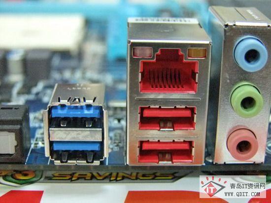 A75主板是指采用AMD A75芯片组的主板产品,其采用AMD FM1接口,可以搭配AMD LIano APU使用,其原生支持USB3.0和SATA3,并且可以实现APU内集成GPU与中低端AMD独立显卡的混合交火(如HD6670)。近期,网络也有评测将技嘉 GA-A75M-D2H主板在风冷下将A8-3850超频至3.7GHz左右的频率,并且在3Dmark06、3Dmark vantage测试中获得较好的成绩,显示出的实力不容小视。目前产品已经到货青岛松景科技,感兴趣的朋友不妨关注一下!