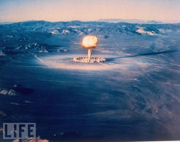 """1951年,美国开始在内华达试验场进行名为""""突击队员""""(Ranger)的核试验。"""