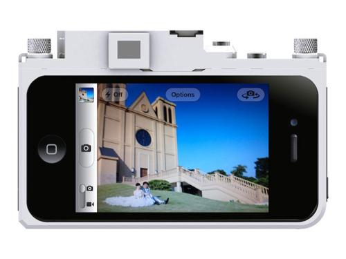 个性十足的镜头组设计和独立快门按键;由于4s可以用音量键来拍照,因此