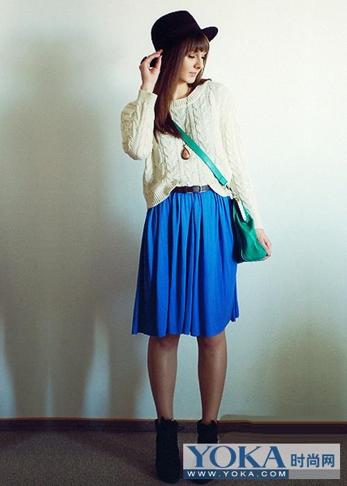 天蓝色针织衫搭配