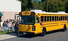 美国校车比普通车安全40倍