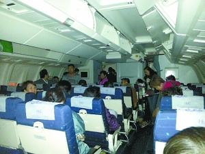 重庆/重庆游客被困普吉机场9小时,回到江北后,他们拒绝下飞机,最终...