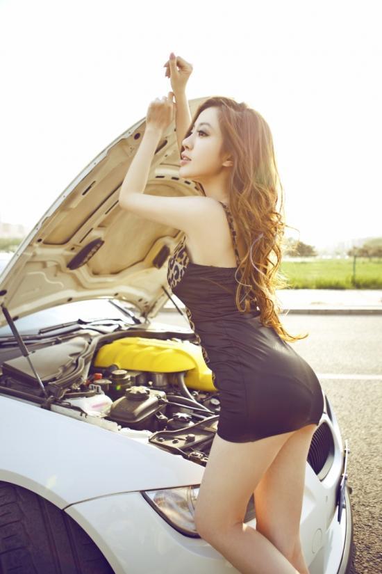 性感小豹子 狂野车模气质征服白马王子M3 汽车