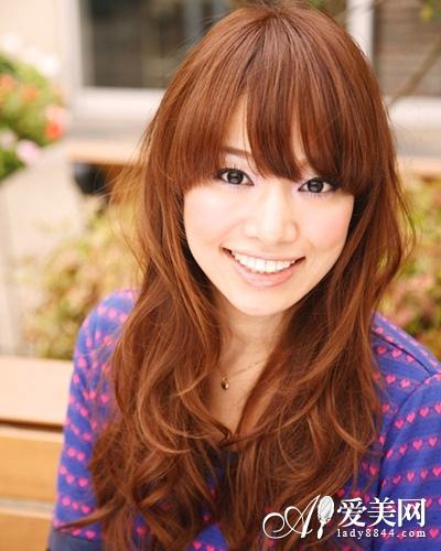 轻熟长卷发发型-2013年冬季最新发型 增添时尚色彩