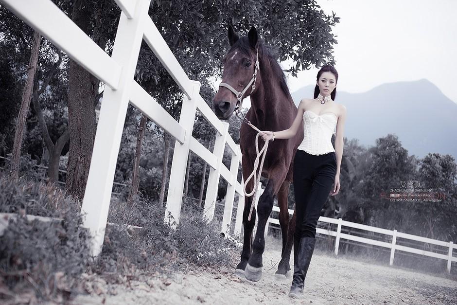 美女 骏马