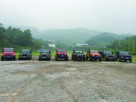 兄弟装饰jeep牧马人车队 高清图片