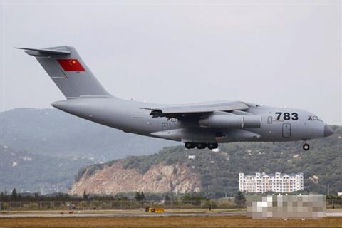 """被军迷亲切称为""""胖妞""""的飞机降落在珠海三灶机场,这就是传说中的运-20"""