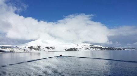 重庆美女南极冰川秀旗袍