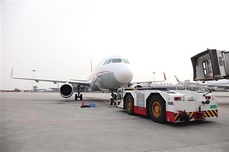 飞机牵引车