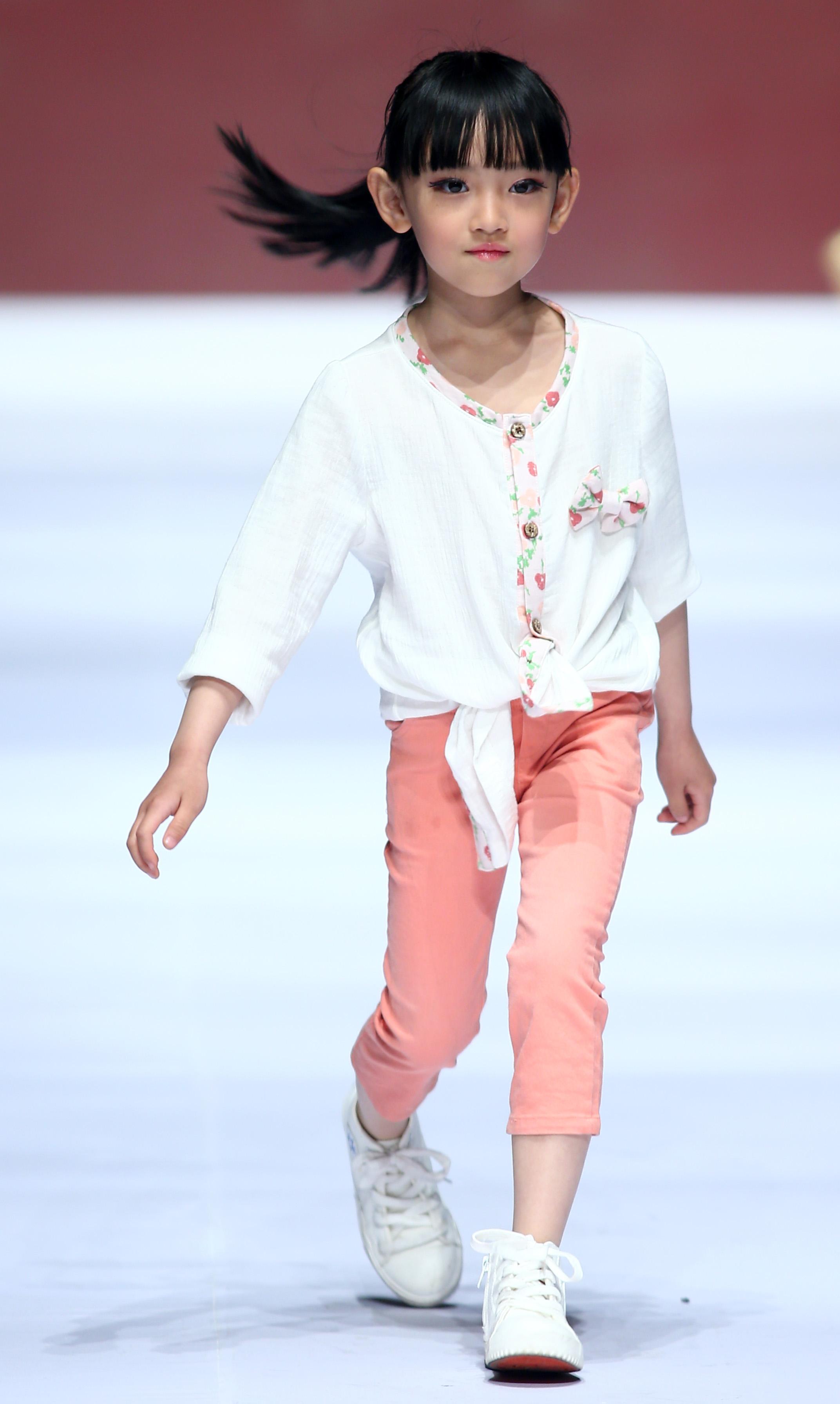 (锐视角)(4)童装联合发布会在青岛举行