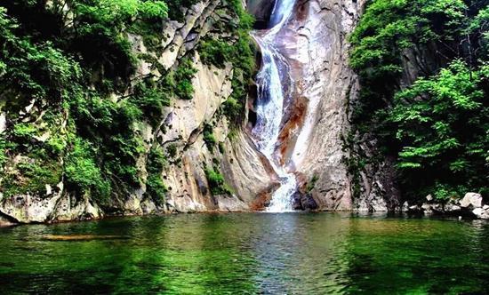 河南 特色产业 正文    尧山风景区位于河南省平顶山市鲁山县境内,是