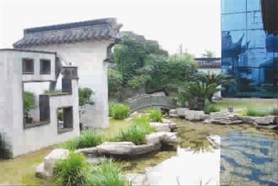 在设计方苏州市吴都园林建筑咨询管理有限公司的构想中,花园内分为佛