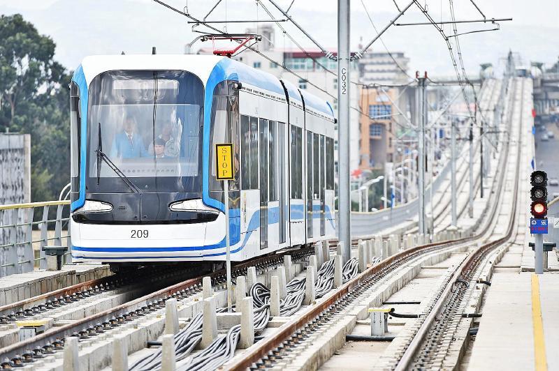 中国承建的非洲首条现代化城市轻轨正式通车