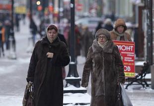 卢布再贬值接近1:81油价创新低 俄民众很淡定
