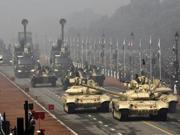 印度阅兵秀外国武器
