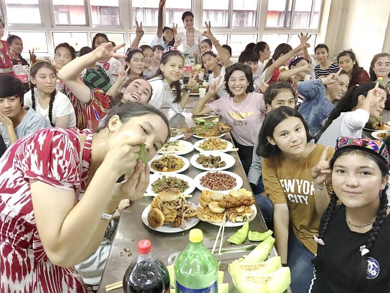 青岛市崂山区第二中学组织内高班预科班的